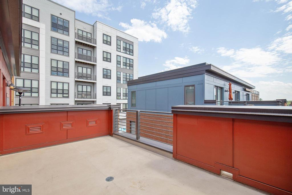 Rooftop deck with views of Mosaic and horizon - 8319 LOOKING GLASS WAY, FAIRFAX