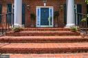 Brick front steps - 9496 LYNNHALL PL, ALEXANDRIA