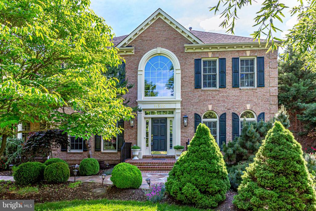 Beautiful estate home in Cedar Chase - 11580 CEDAR CHASE RD, HERNDON