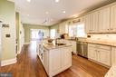 Kitchen with large granite island - 9496 LYNNHALL PL, ALEXANDRIA