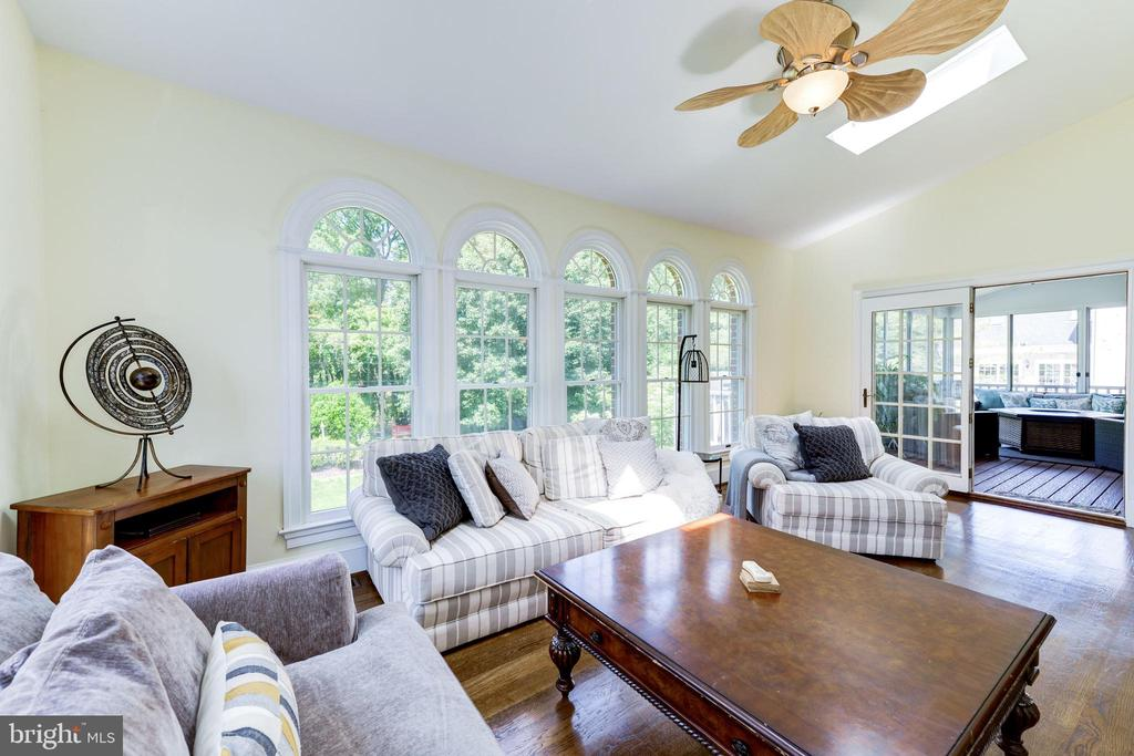 Sun room with skylights opens to screened porch - 9496 LYNNHALL PL, ALEXANDRIA