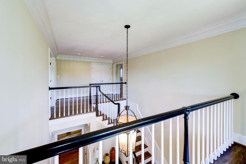 Balcony overlooking foyer - 9496 LYNNHALL PL, ALEXANDRIA