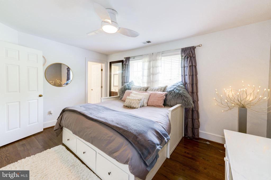 Spacious Bedroom - 9496 LYNNHALL PL, ALEXANDRIA