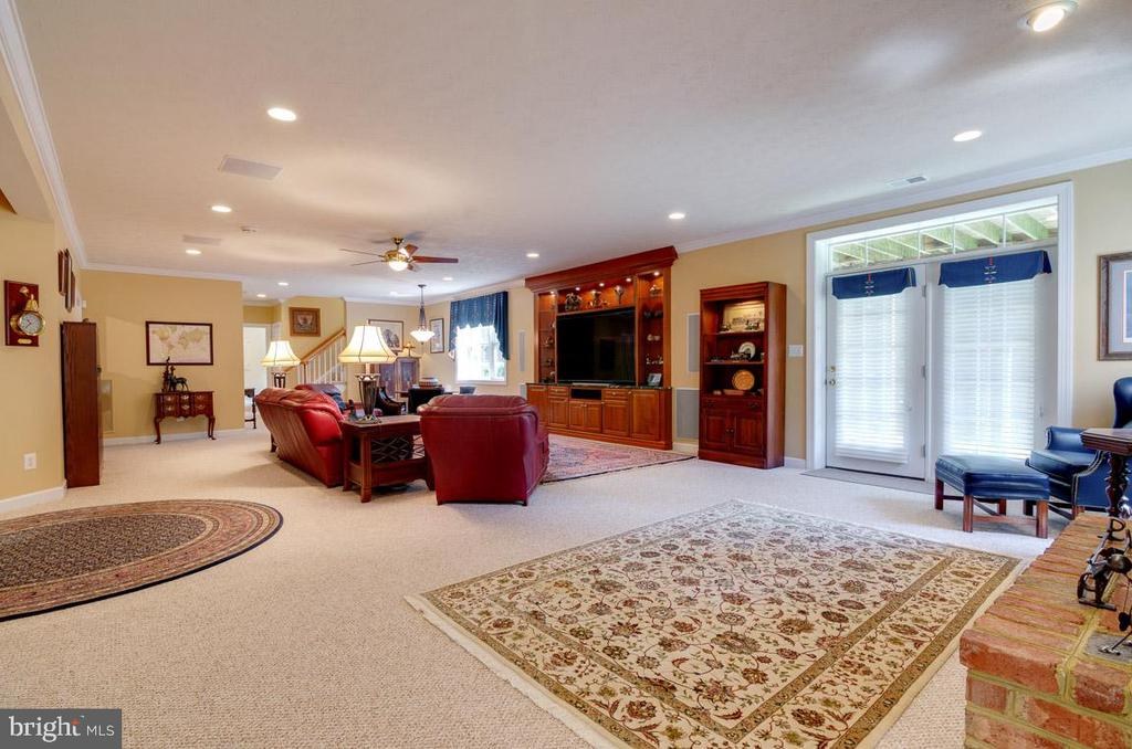 Notice the size of this Rec Room w walkout to yard - 1641 WHITE PINE DR, VIENNA