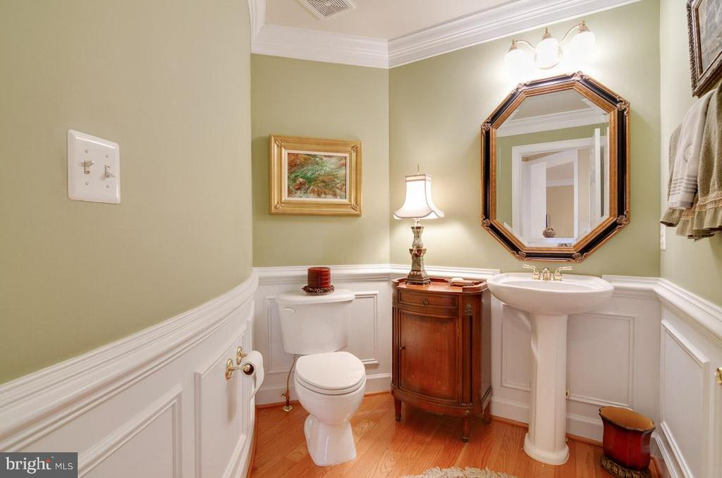 Powder room on main level - 1641 WHITE PINE DR, VIENNA
