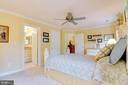 Bedroom has its own bath - 1641 WHITE PINE DR, VIENNA