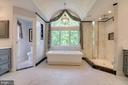 Luxurious Master Bathroom with cathedral ceiling - 1641 WHITE PINE DR, VIENNA