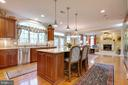 Perfect for entertaining  in this kitchen - 1641 WHITE PINE DR, VIENNA