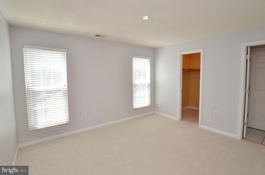 Large Master Bedroom - 21012 TIMBER RIDGE TER #203, ASHBURN