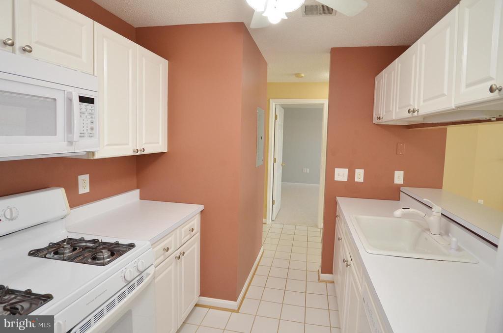 Kitchen with Ceramic Tile - 21012 TIMBER RIDGE TER #203, ASHBURN