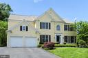 Professionally landscaped - 43860 PINEY STREAM CT, CHANTILLY