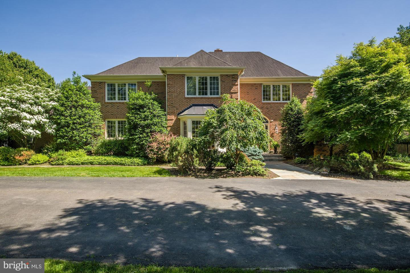 Single Family for Sale at 18 Holly Leaf Ct 18 Holly Leaf Ct Bethesda, Maryland 20817 United States