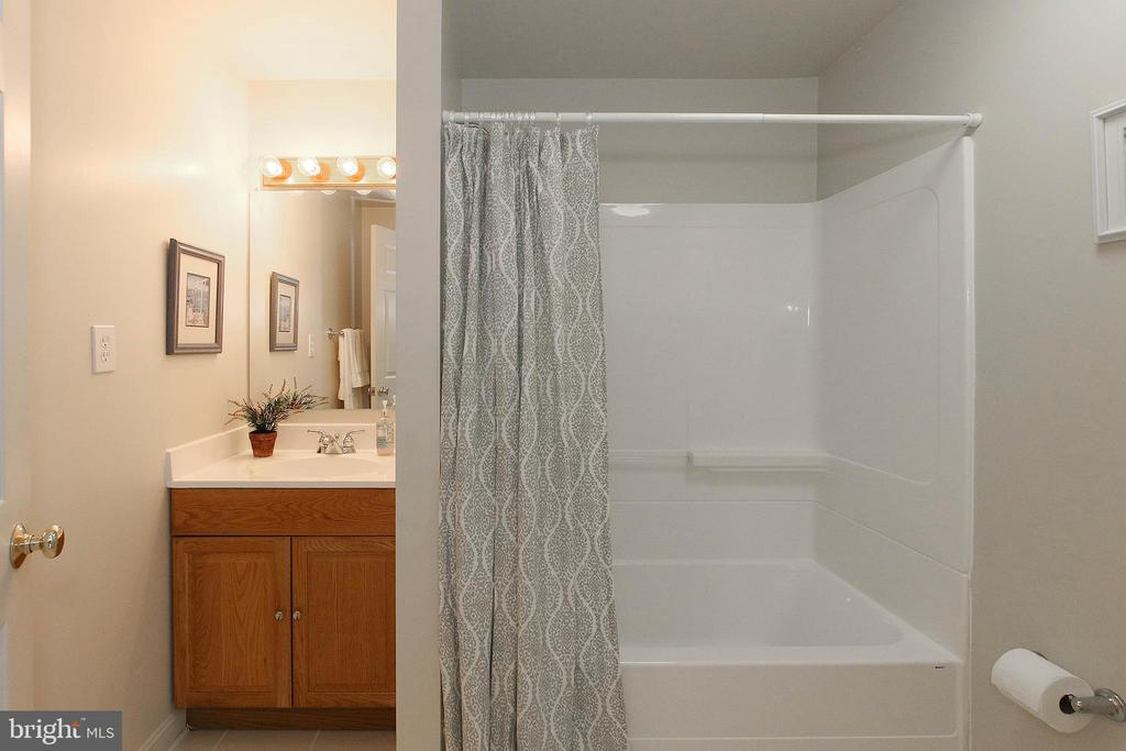 Basement full bath perfect for 2nd living area - 42064 BLACK WALNUT LN, LEESBURG