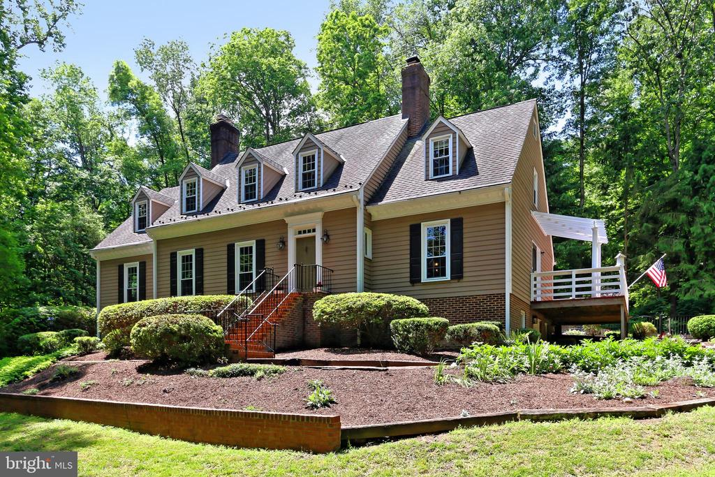 Charming Cape Cod on 8+ acres - 8317 CATHEDRAL FOREST DR, FAIRFAX STATION