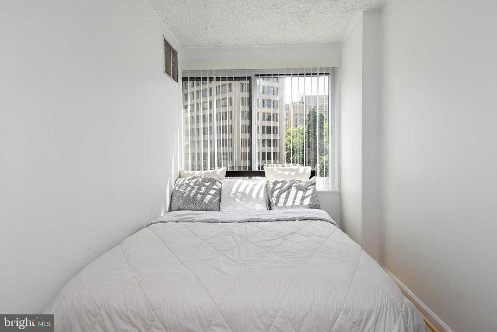 Bedroom (Queen Size Bed) - 1330 NEW HAMPSHIRE AVE NW #311, WASHINGTON