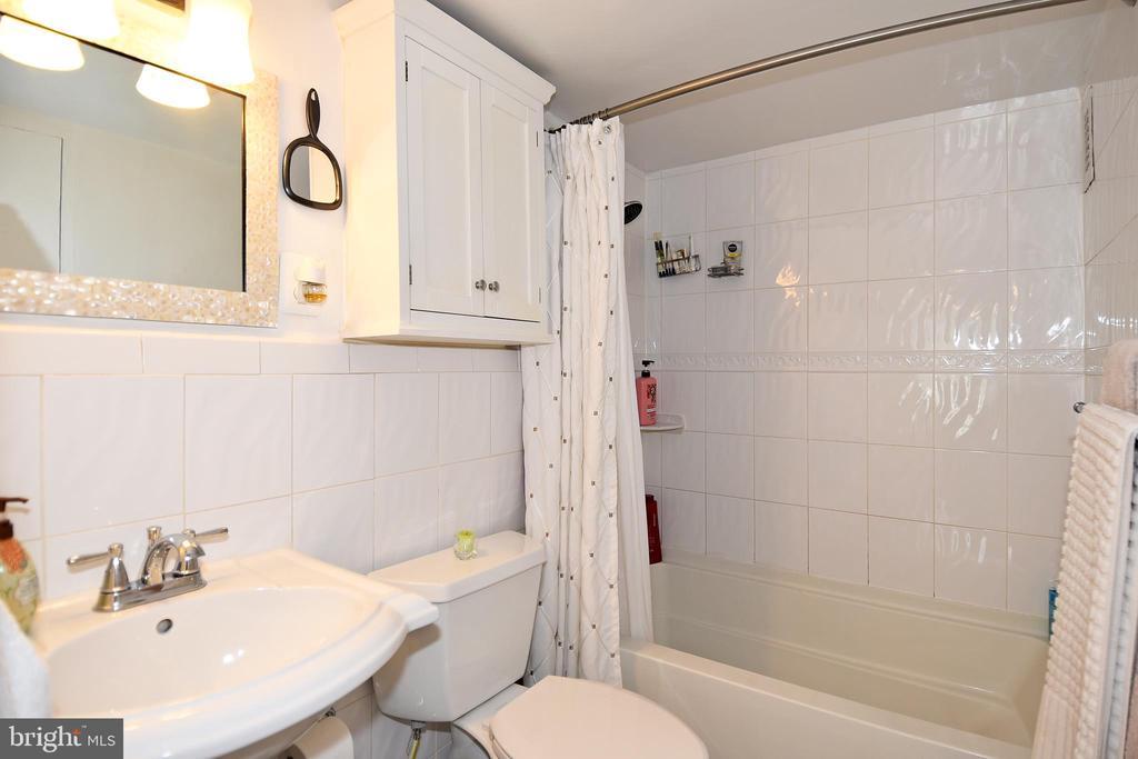 Main Bathroom - 1330 NEW HAMPSHIRE AVE NW #311, WASHINGTON
