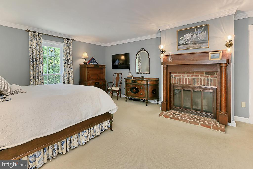 Fireplace in master bedroom - 8317 CATHEDRAL FOREST DR, FAIRFAX STATION