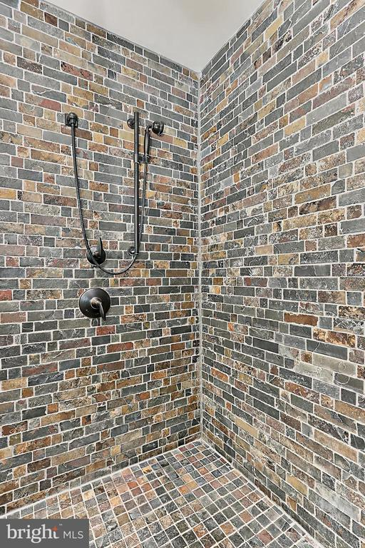 Frameless ultra glass ultra shower - 8317 CATHEDRAL FOREST DR, FAIRFAX STATION
