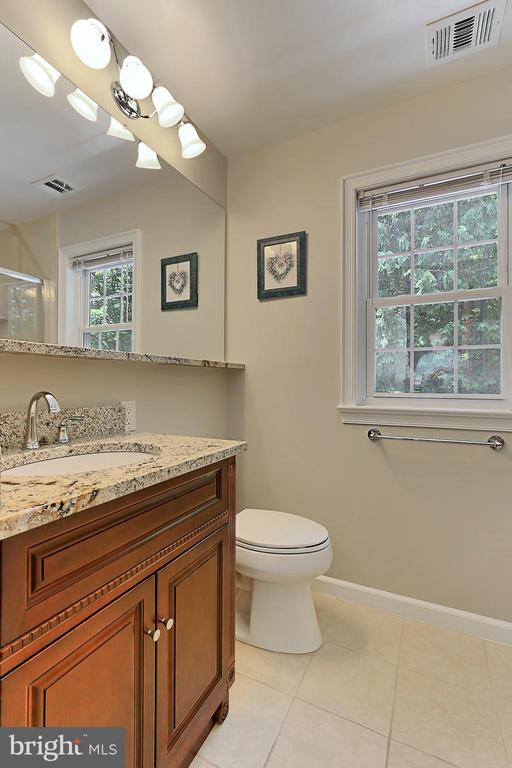 Updated hall bath - 8317 CATHEDRAL FOREST DR, FAIRFAX STATION