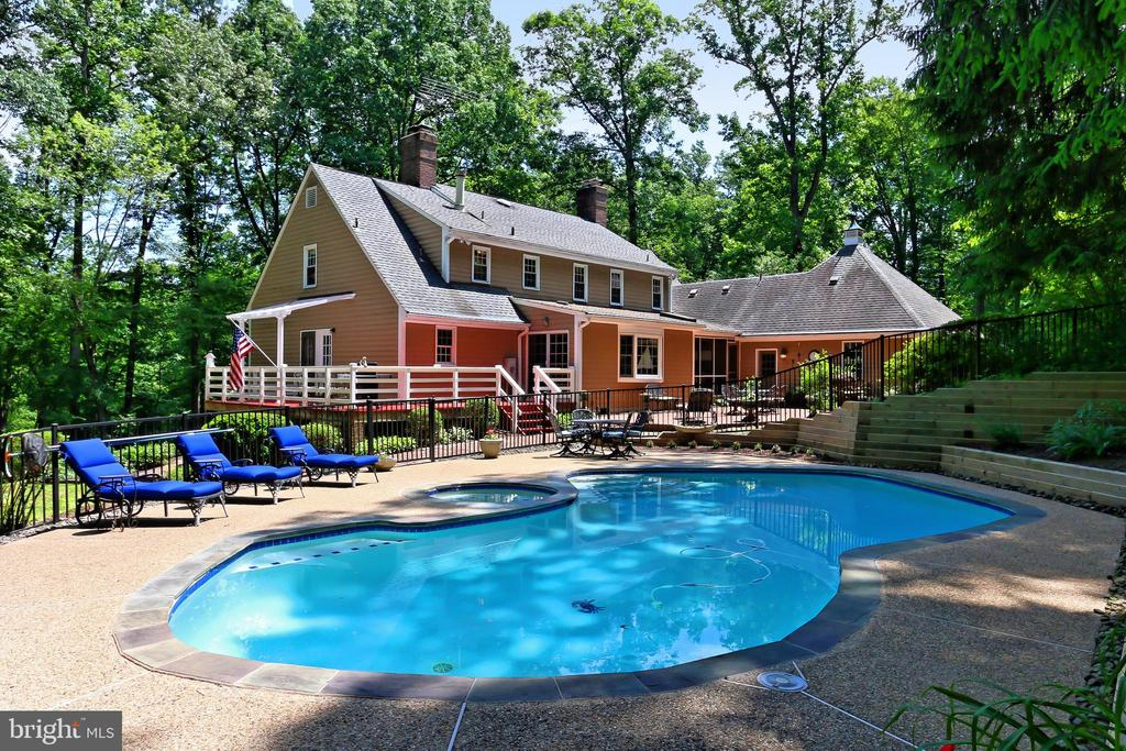 Beautiful setting inside and outside - 8317 CATHEDRAL FOREST DR, FAIRFAX STATION