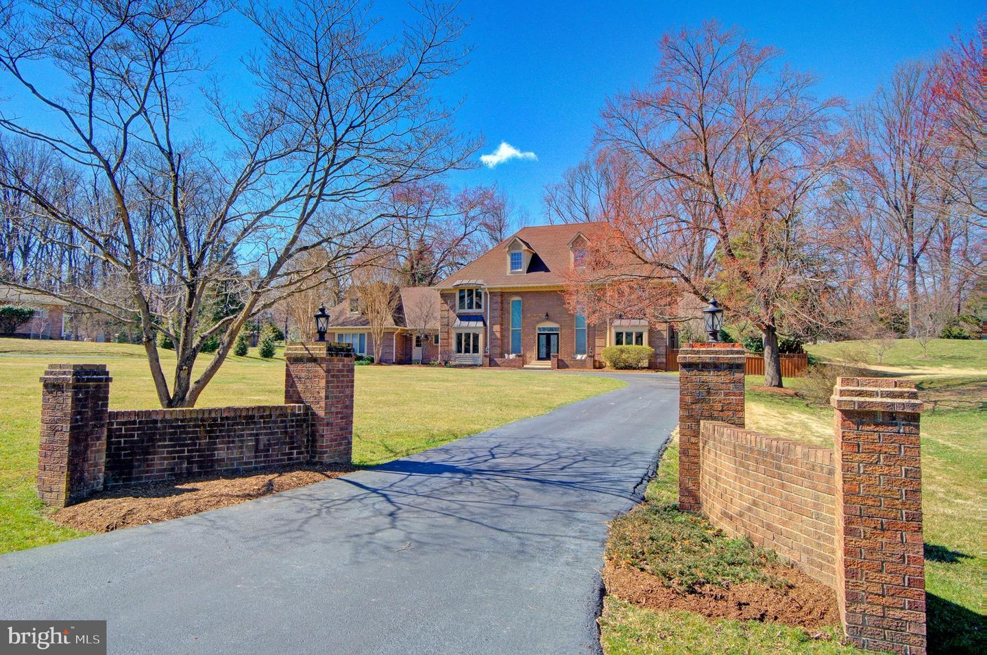 Single Family for Sale at 2108 Post Rd Vienna, Virginia 22181 United States