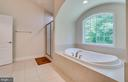 Sunken Tub with Tile Surround - 2714 BROOKE RD, STAFFORD