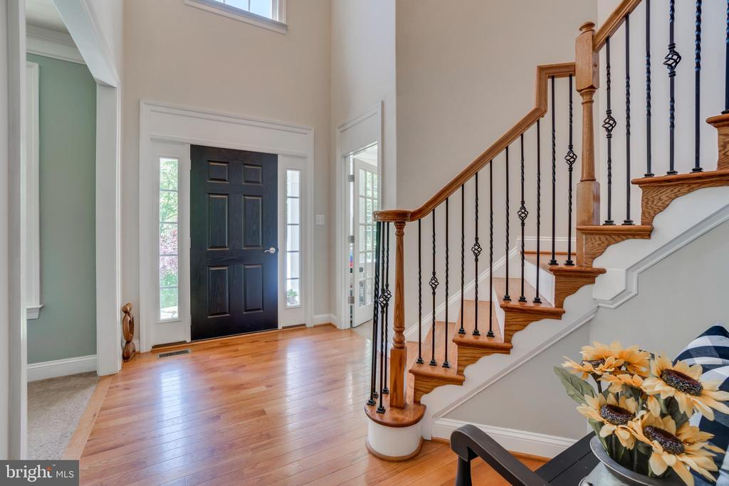 Large Two Story Foyer Entry - 2714 BROOKE RD, STAFFORD
