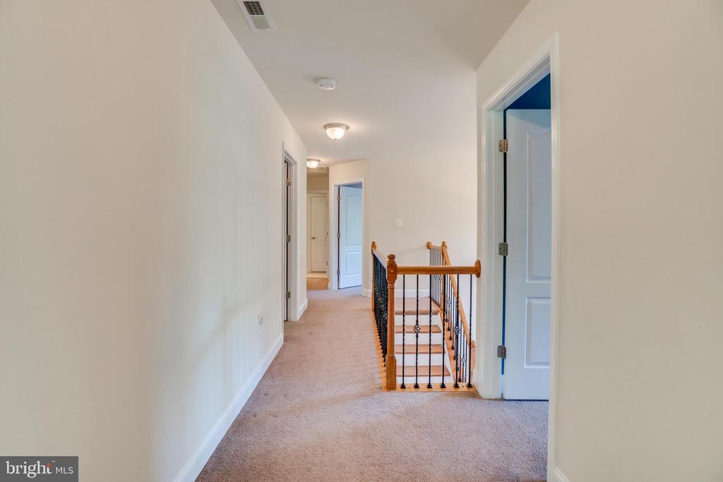 Upstairs Hall - 2714 BROOKE RD, STAFFORD