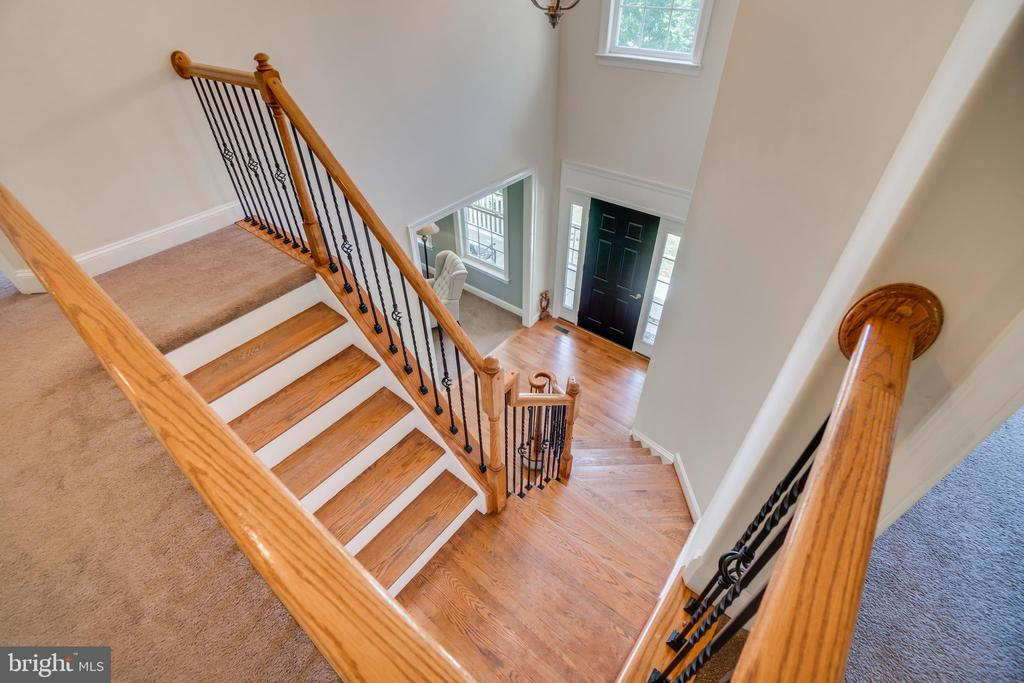 Wrought Iron Baulsters and Hardwood Railing - 2714 BROOKE RD, STAFFORD