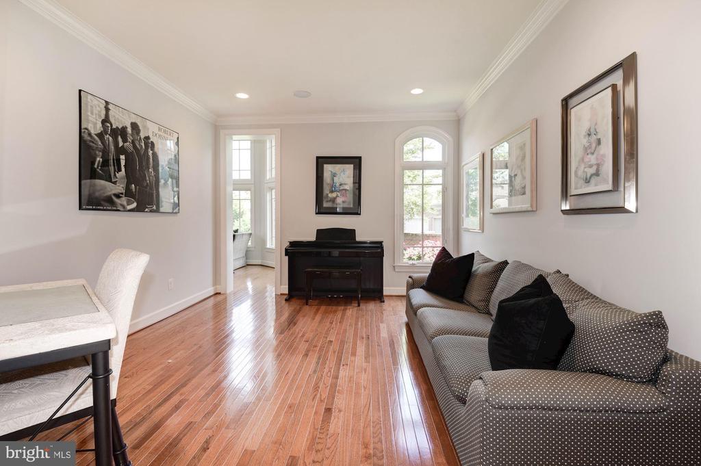 Living room - 22978 LOIS LN, BRAMBLETON