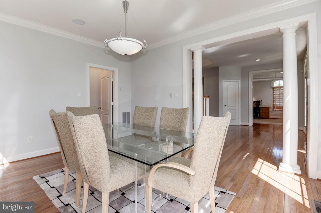 DIne in style in formal dining room - 22978 LOIS LN, BRAMBLETON