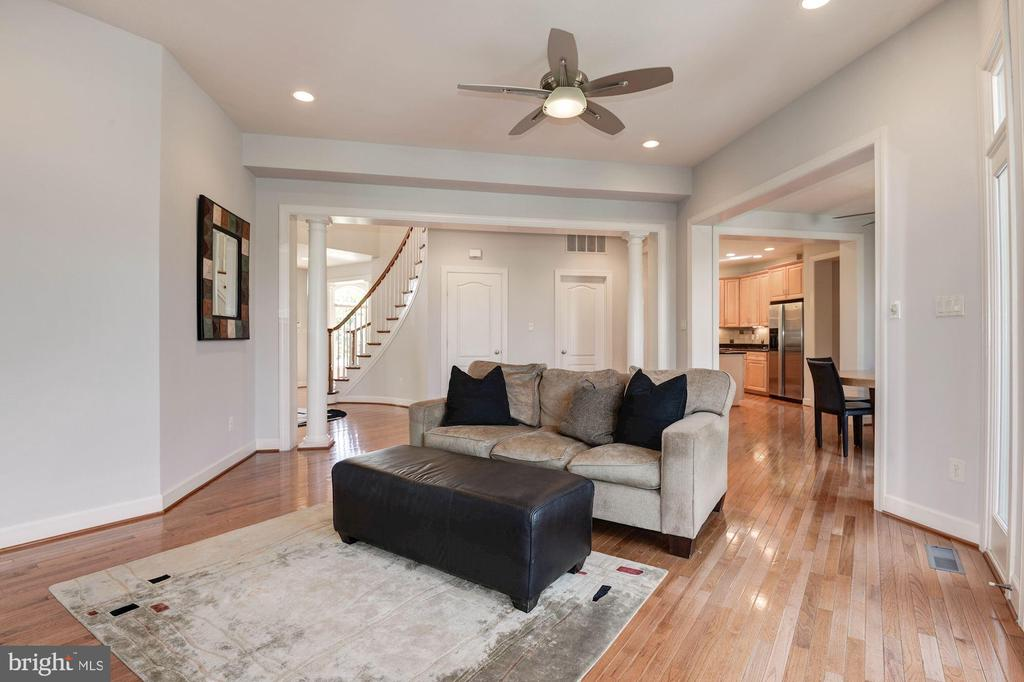 ...that opens to kitchen and morning room. - 22978 LOIS LN, BRAMBLETON