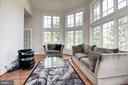 Flow of the main level is great for entertianing - 22978 LOIS LN, BRAMBLETON