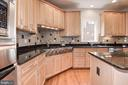 6 burner cooktop and double wall oven - 22978 LOIS LN, BRAMBLETON