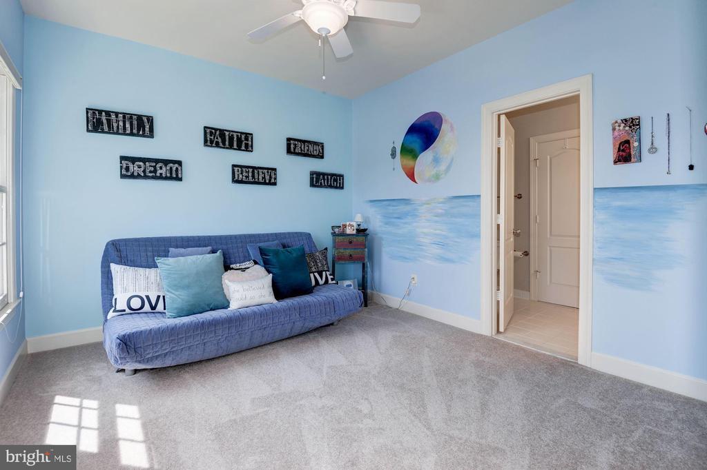 ...or a 5th bedroom.... - 22978 LOIS LN, BRAMBLETON