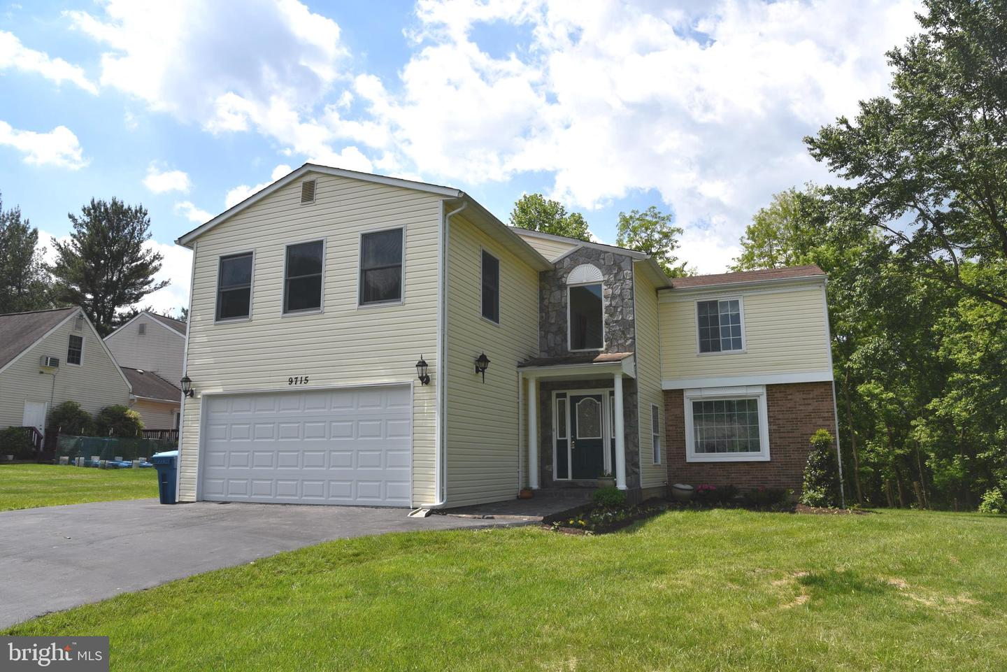 Single Family for Sale at 9715 Locust Hill Dr Great Falls, Virginia 22066 United States