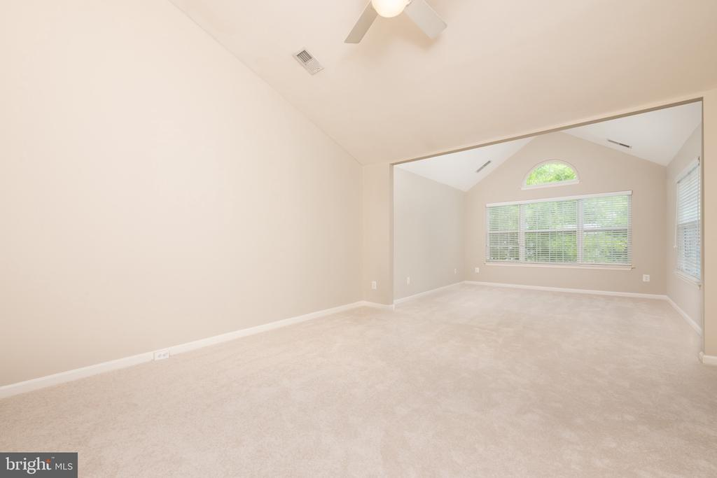Vaulted Ceilings, New Carpet Fresh Paint - 1978 LOGAN MANOR DR, RESTON