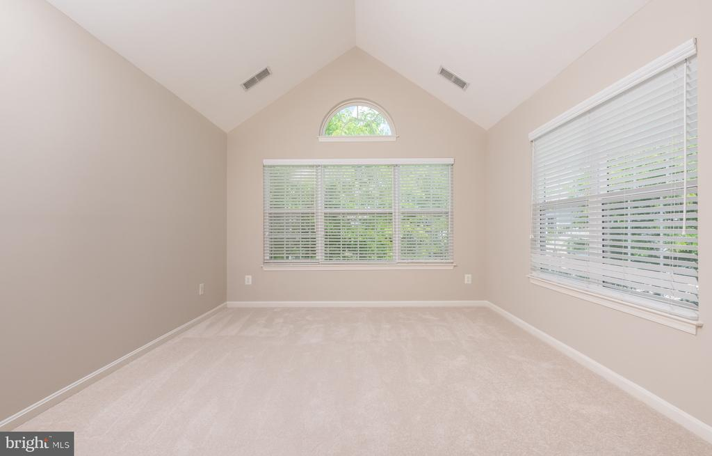 Bonus Room off Master Bedroom - 1978 LOGAN MANOR DR, RESTON