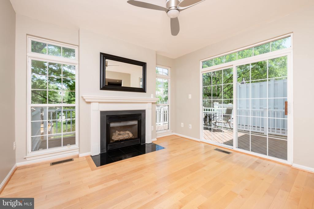 Sunroom with Access to Deck - 1978 LOGAN MANOR DR, RESTON