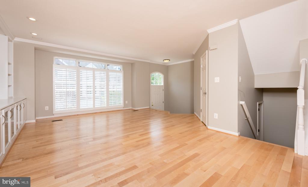 New Maple, Wide Planked Hardwood Flooring & Steps - 1978 LOGAN MANOR DR, RESTON