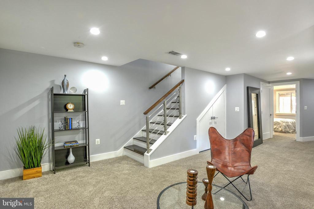 Enjoy family game or movie night here! - 145 TODD PL NE, WASHINGTON