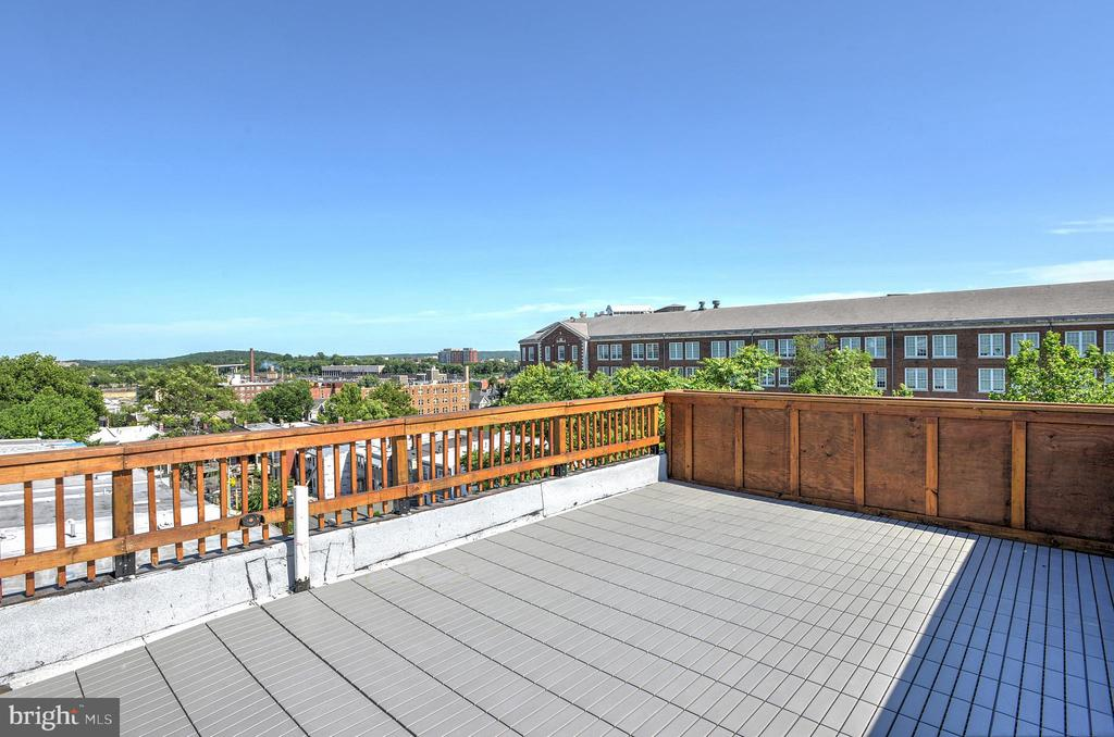 Imagine dining under the stars on this deck! - 145 TODD PL NE, WASHINGTON