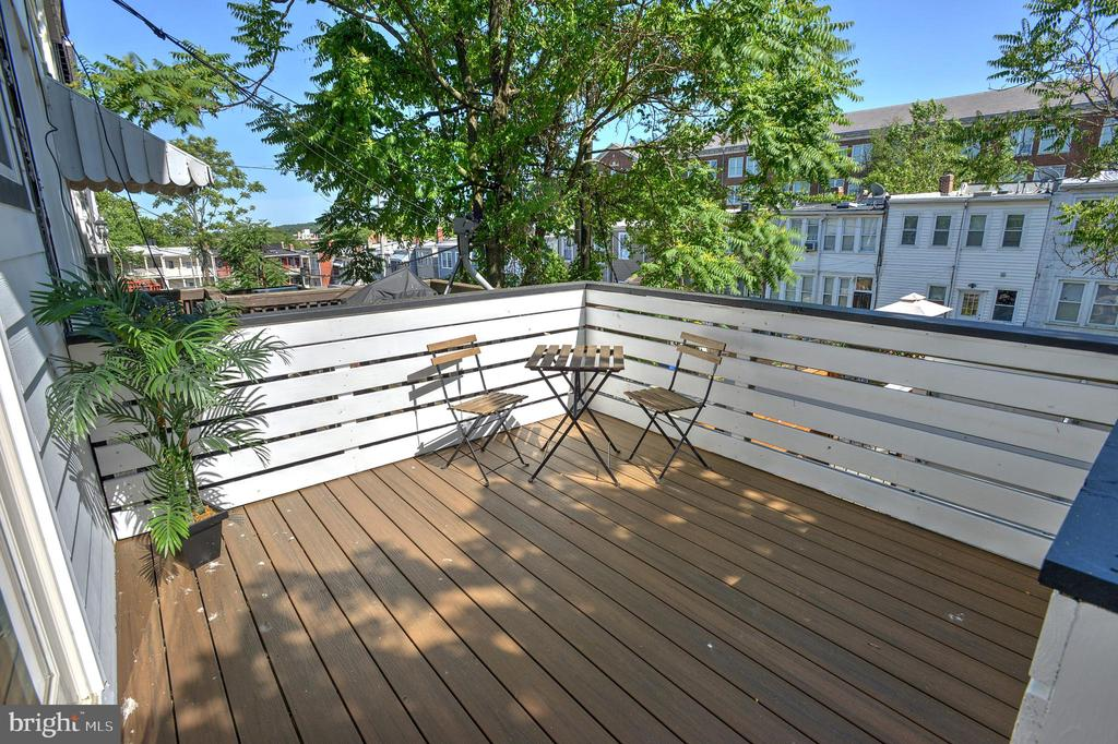 Enjoy time with your neighbors outdoors - 145 TODD PL NE, WASHINGTON