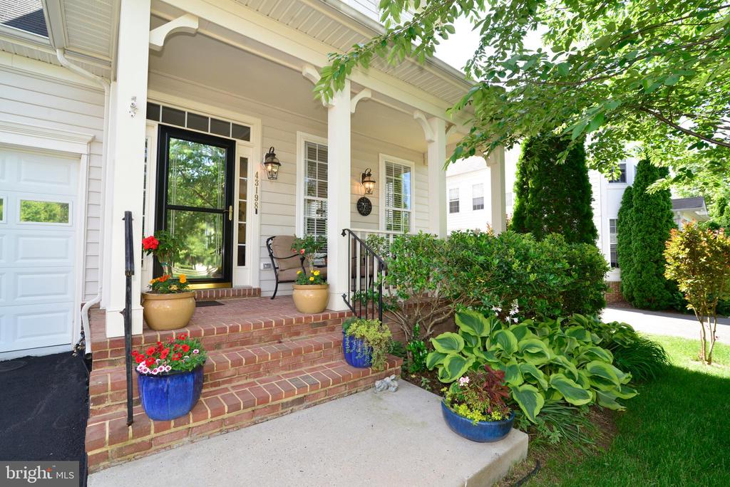 Welcome to this Cozy Porch - 43198 ARBOR GREENE WAY, BROADLANDS