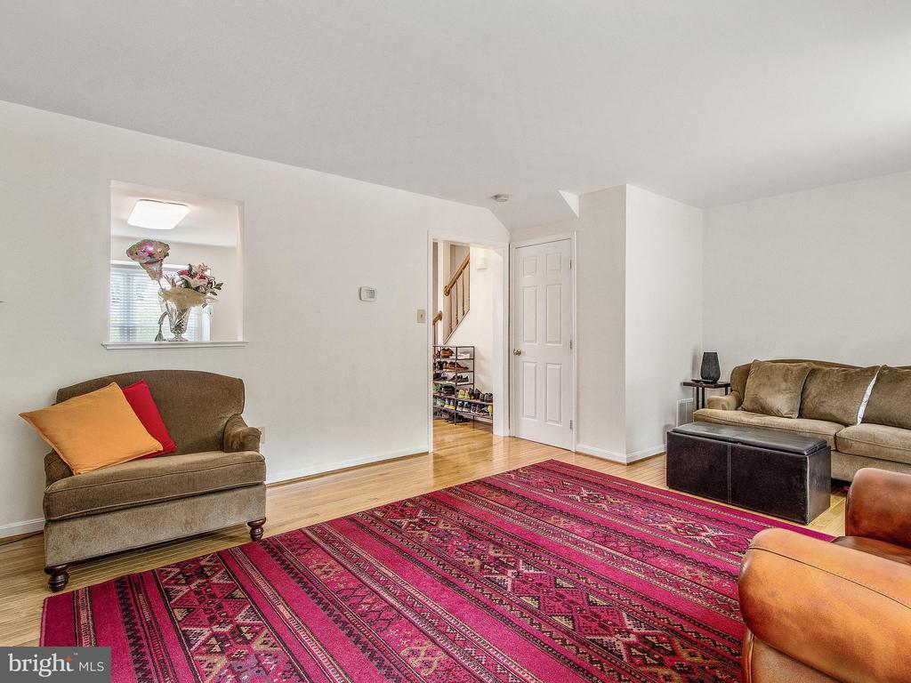 Living Room toward Foyer - 12706 PERCHANCE TER, WOODBRIDGE