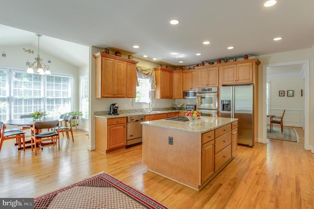Center island with cooktop, and lots of granite. - 2742 N LEXINGTON ST, ARLINGTON
