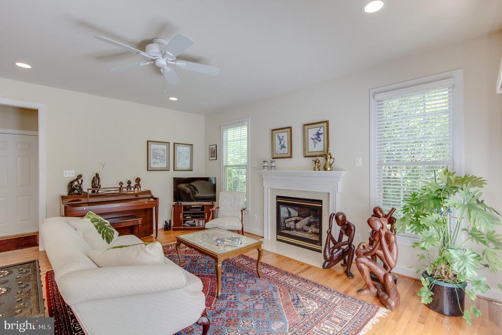 Inviting family room with gas fireplace. - 2742 N LEXINGTON ST, ARLINGTON