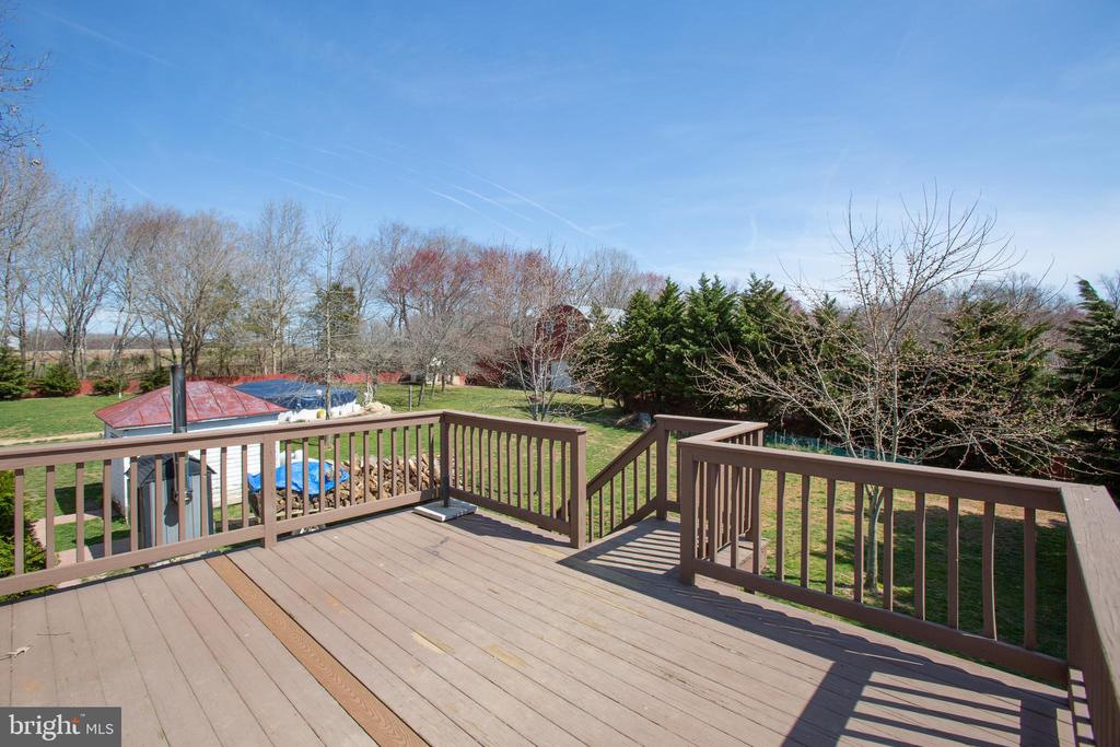 Garage apartment deck - 10455 WHISPER FARM LN, LOCUST GROVE