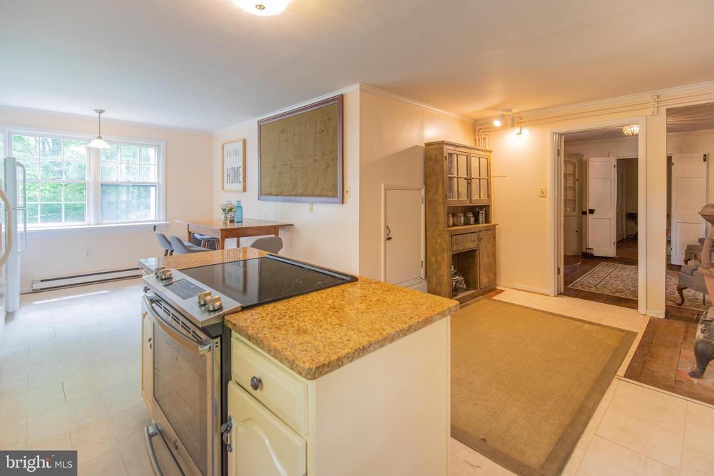 Main Farmhouse Eat-in kitchen with island - 13830-13826 CASTLE CLIFF WAY, SILVER SPRING