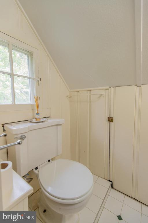 Upper Level 2 Powder Room - 13830-13826 CASTLE CLIFF WAY, SILVER SPRING